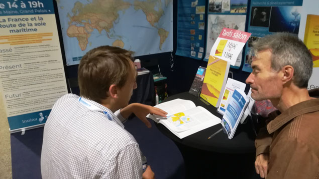 Sébastien Périmony discusses his recent trip to Africa with a conference attendee.